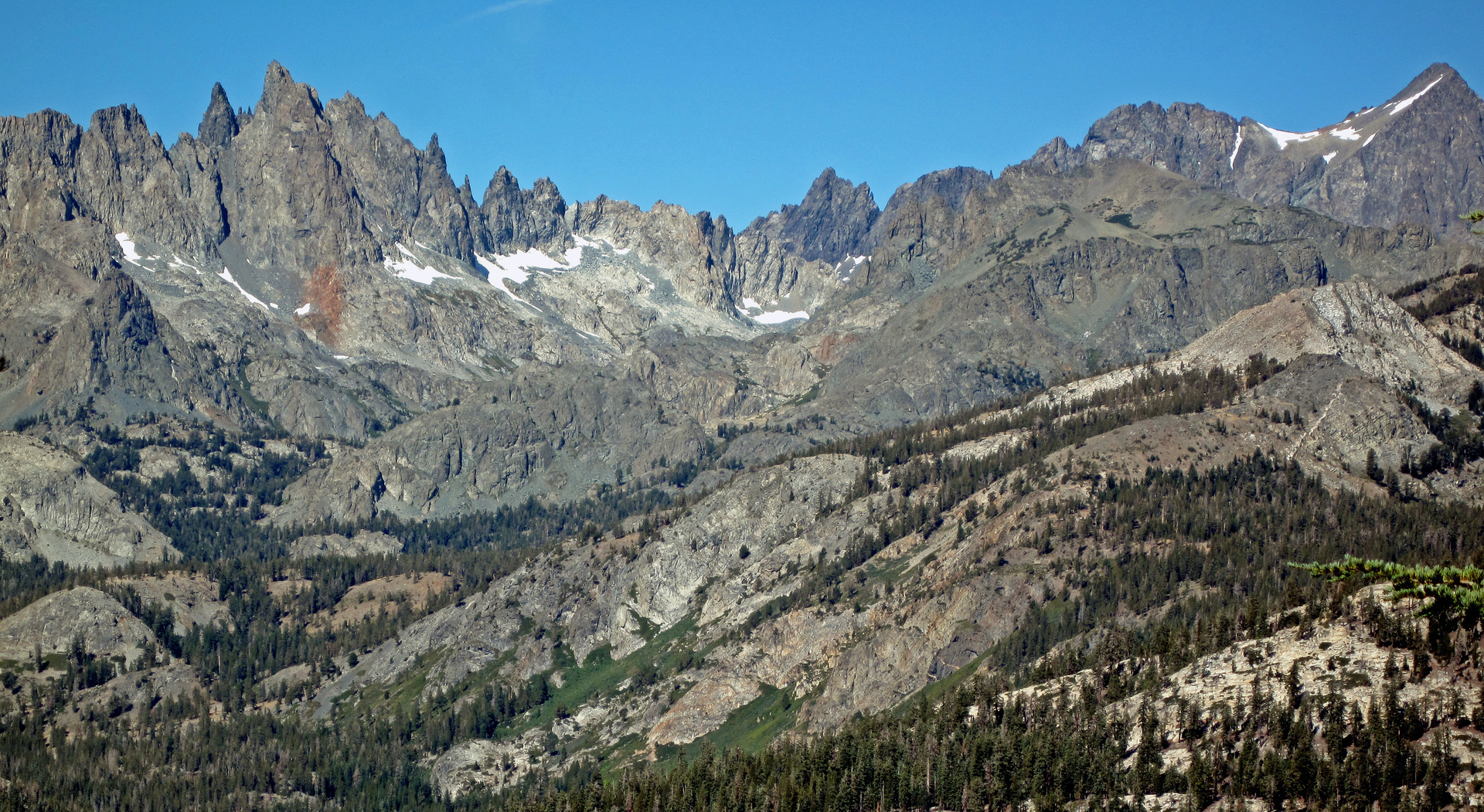 looking west to the Minarets from Mammoth Mountain
